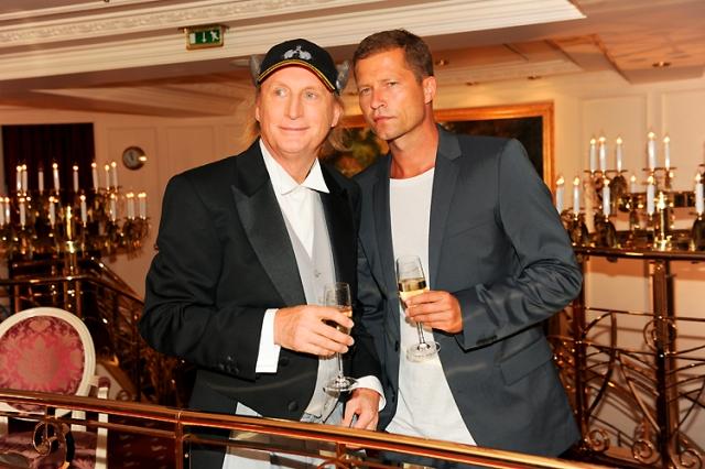 Heute feiert das Traumschiff sein 30-jähriges Jubiläum mit vielen Stars wie Otto Waalkes und Til Schweiger. (c) ORF/ZDF/Dirk Bartling